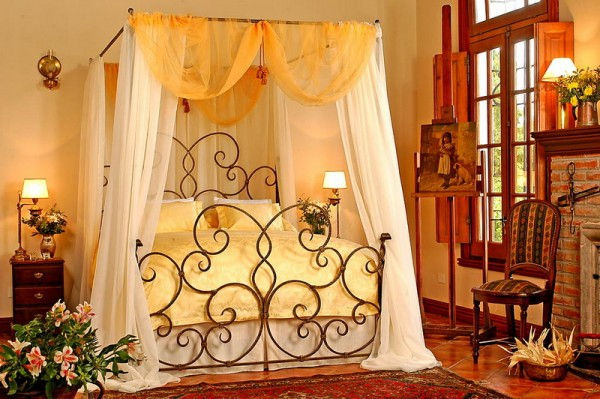 Classic-Bedroom-Style-with-Wrought-Iron-Canopy-Bed