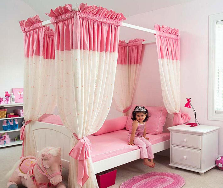 Princes-Pink-Bedroom-with-Canopy-Bed