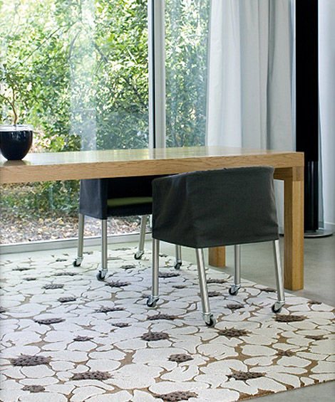 Stylish-white-flowers-carpet-interior