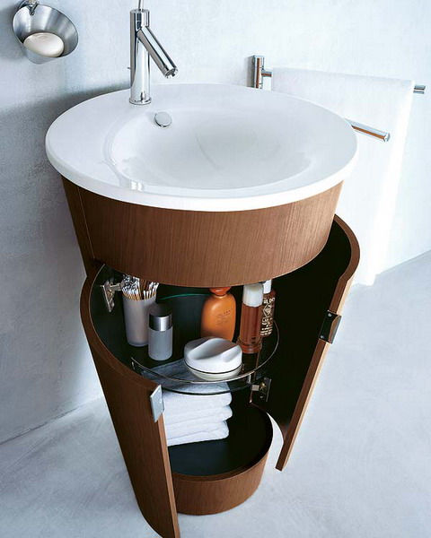 makeup-storage-in-a-bathroom-cabinets