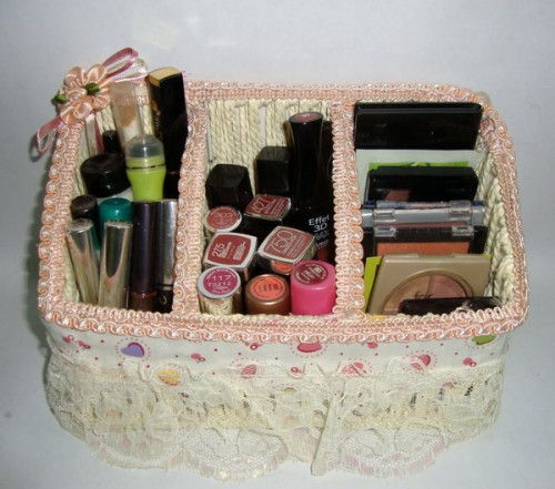makeup-storage-in-baskets-and-boxes