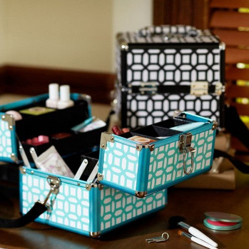makeup-storage-in-chest-of-drawers