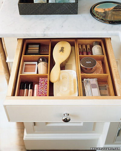makeup-storage-in-drawers