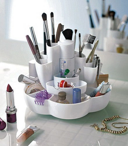 makeup-storage-in-tabletop-containers