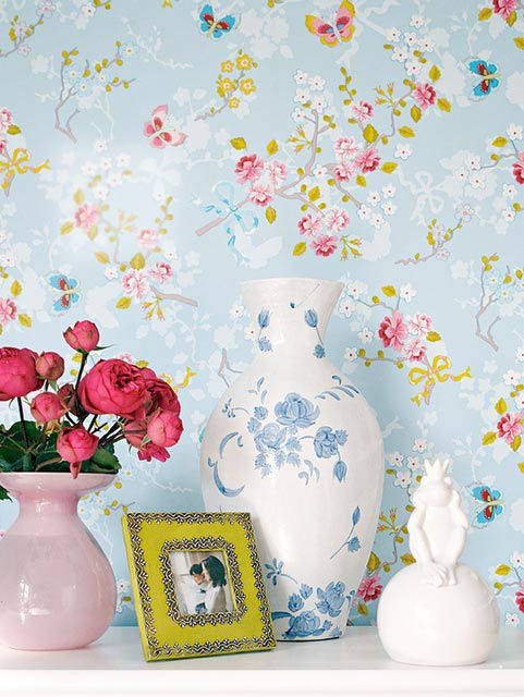 pretty-details-spring-flowers-decoration-stylish-modern-interior