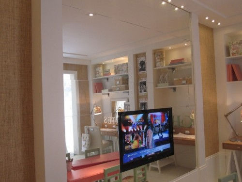 blend-tv-with-interior