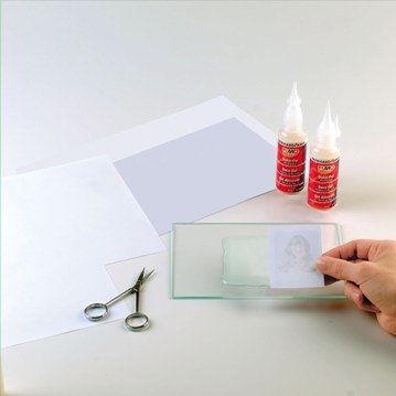 2. Фотокопию картинки, фотографии или рисунка наложить на эту поверхность лицевой стороной.