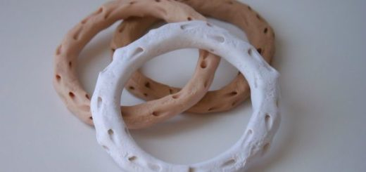 коралловый браслет