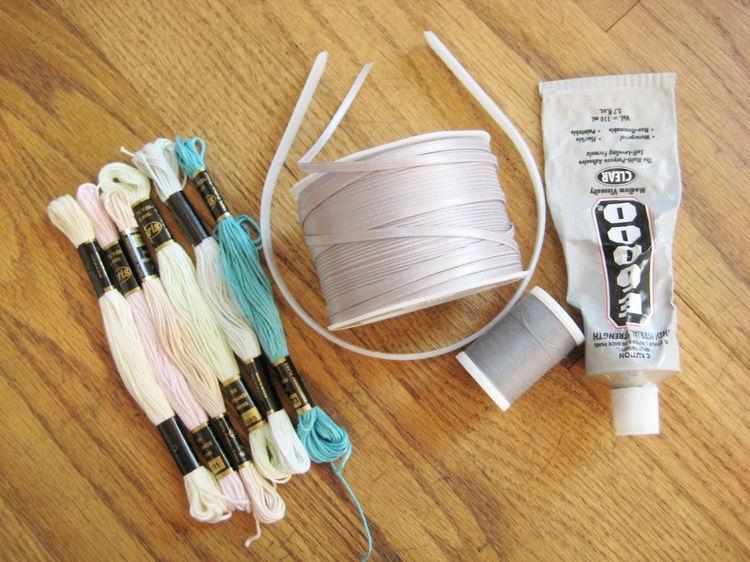 Для любителей плетенных изделий из нитей.  Предлагаем Вам интересный вариант плетения пояса, браслета или ободка.