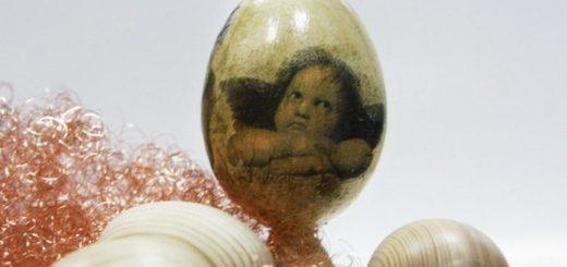 Декупаж яйца с использованием двухкомпонентного кракелюра.