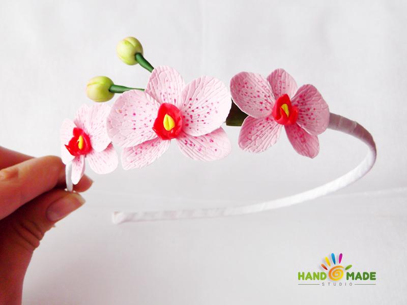 Обруч с розовыми орхидеями