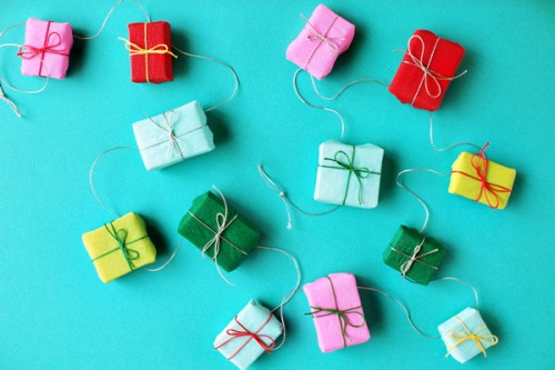 wonderful-paper-and-cardboard-christmas-decorations14-500x333