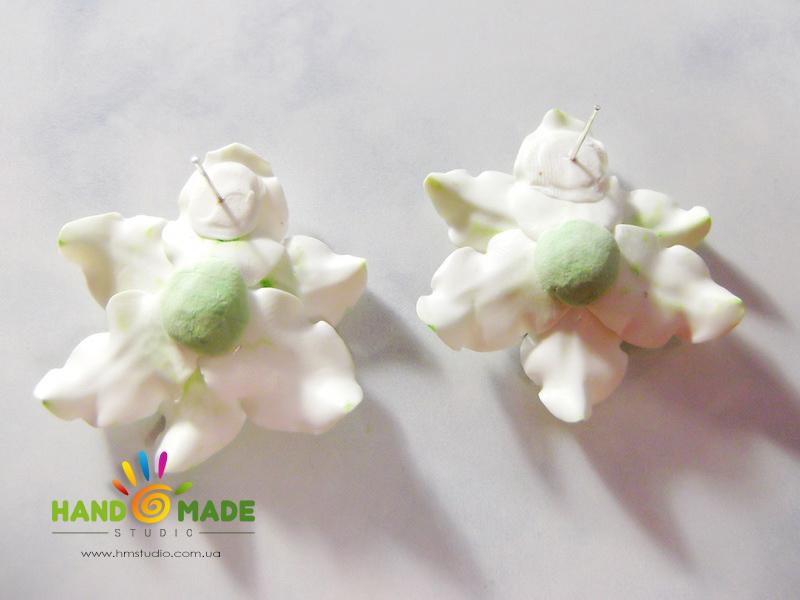 belo-zelenue-liliy-15