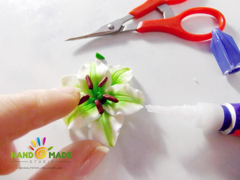 belo-zelenue-liliy-16