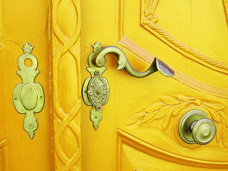 yellow door02 unknown_новый размер
