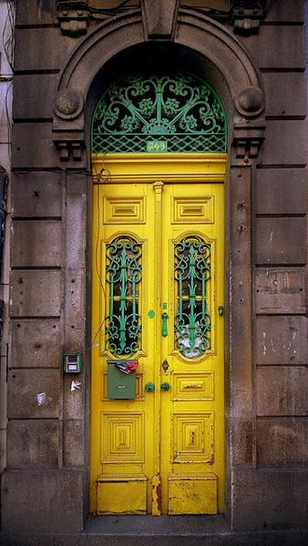 yellow door04 Francisco-PortoPortugal flickr_новый размер