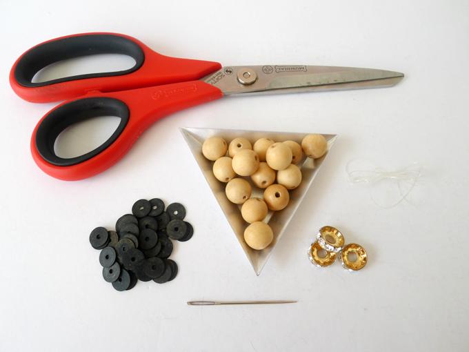 diy-wood-bead-bracelet-1