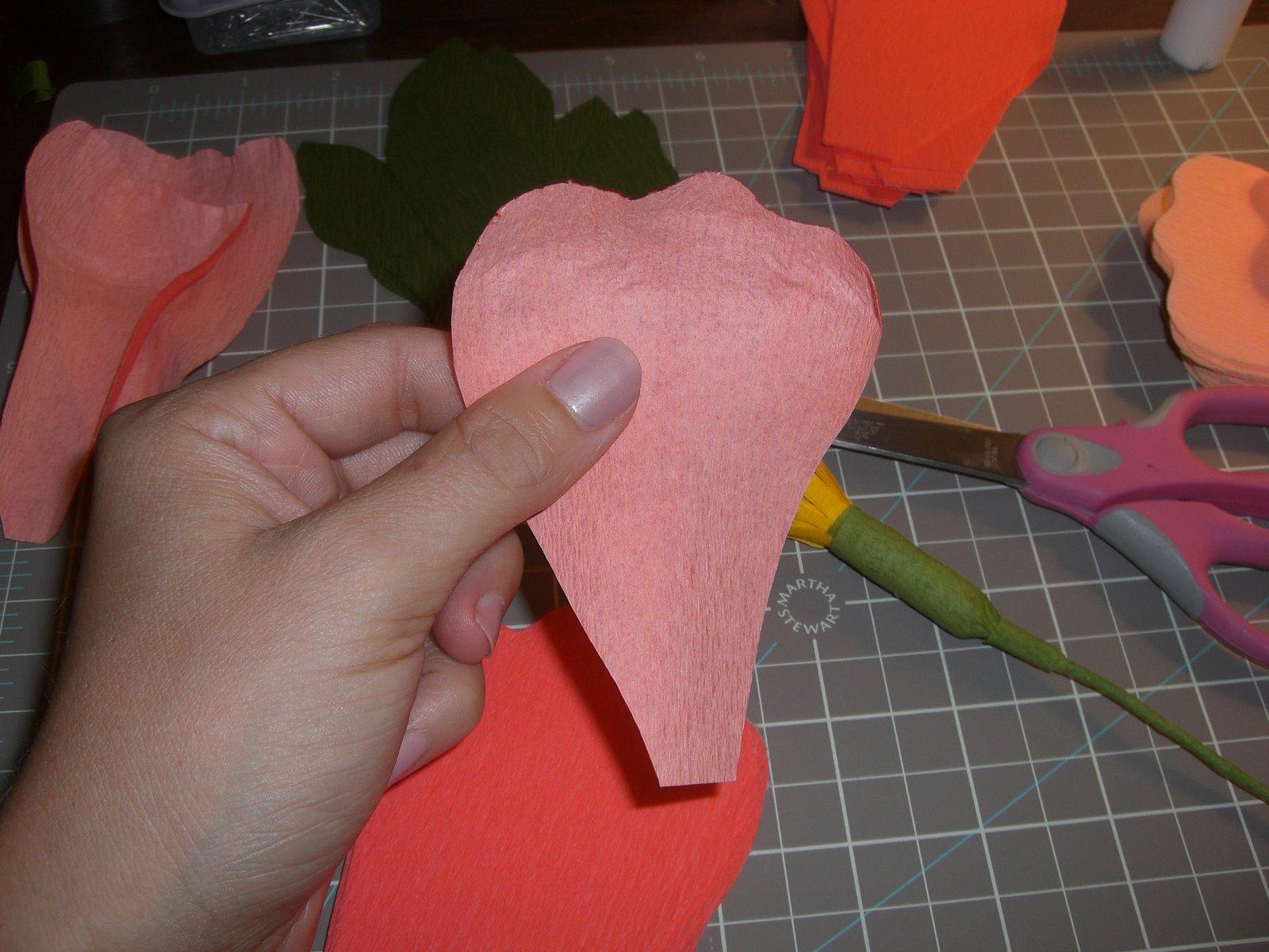 Как из гофрированной бумаги сделать пион из