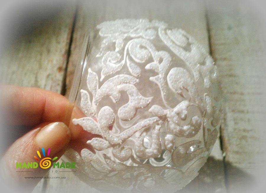 морозный узор на вазе-подсвечнике