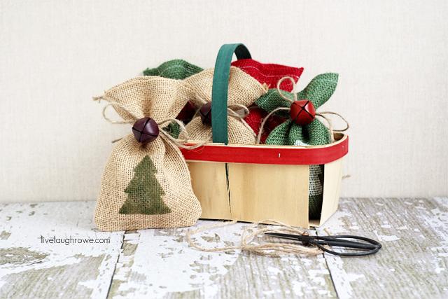 DIY-Christmas-Burlap-Gift-Bags6