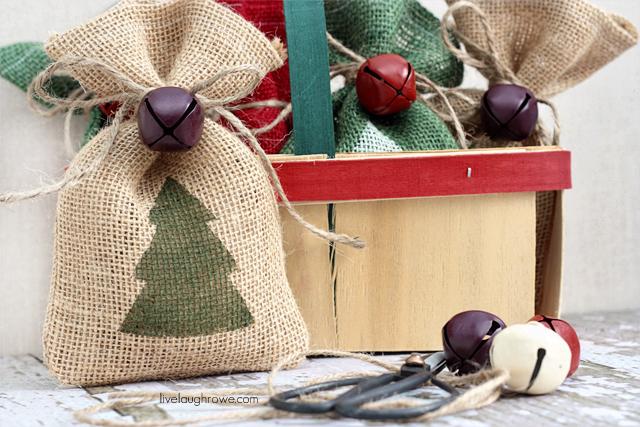 DIY-Christmas-Burlap-Gift-Bags7