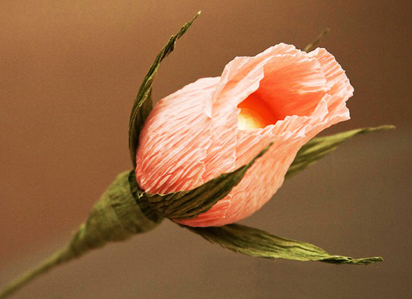 diy-rose-wedding-arrangement-rosebuds-ferrero-rocher-chocolates4