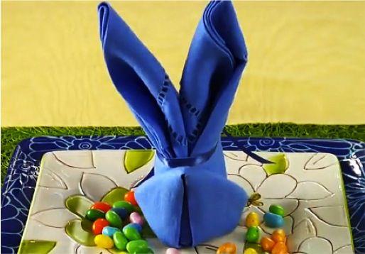 синий пасхальный кролик