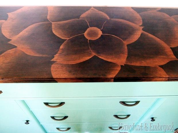 Роспись деревянной поверхности (стола)