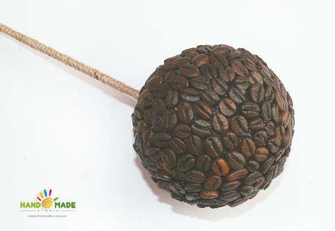 Клеем кофейные зерна