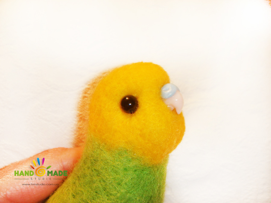 вот так клювик смотрится на самом попугайчике :)