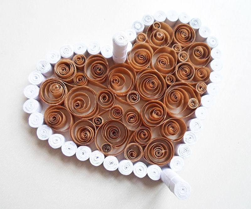 Шкатулочка-валентинка в технике квиллинг