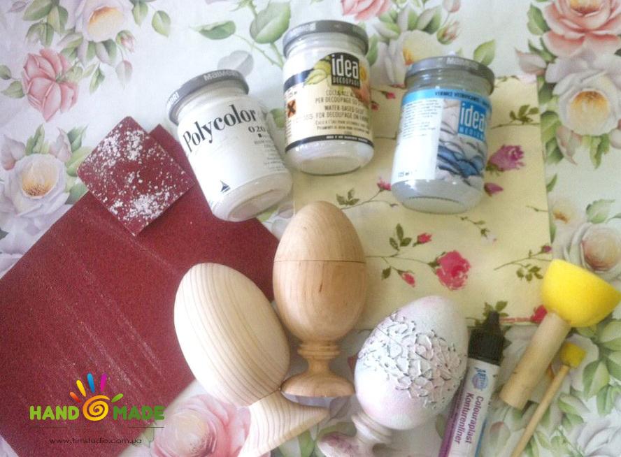 Пасхальные яйца в стиле шебби-шик с рельефным орнаментом и декупажем.