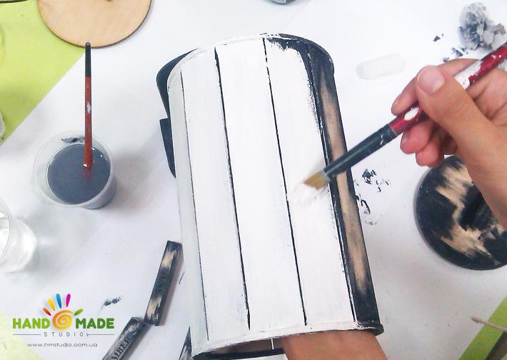 окрашиваем заготовки белой краской