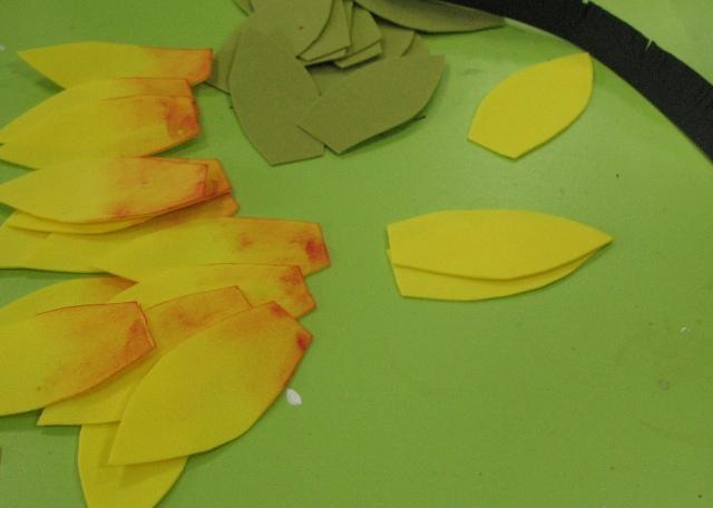 тонируем все крупные желтые лепестки