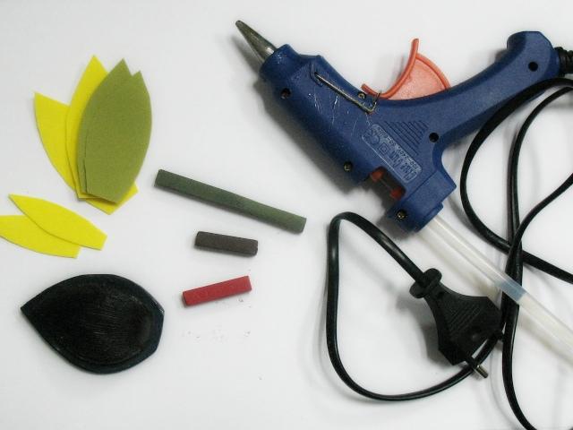 термоклеевой пистолет, молд для текстуры лепостков, лепестки и пастель