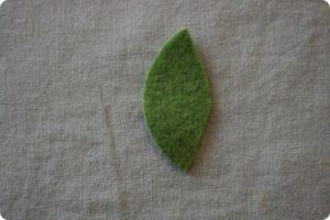 вырежем из фетра листик произвольной формы